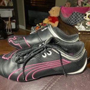 Puma Ladies Leather Black Athletic Shies Size 4.5